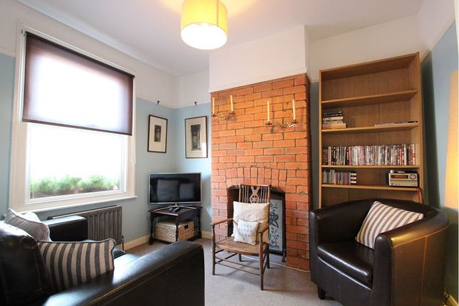 coventry road reading rg1 2 bedroom terraced house for. Black Bedroom Furniture Sets. Home Design Ideas