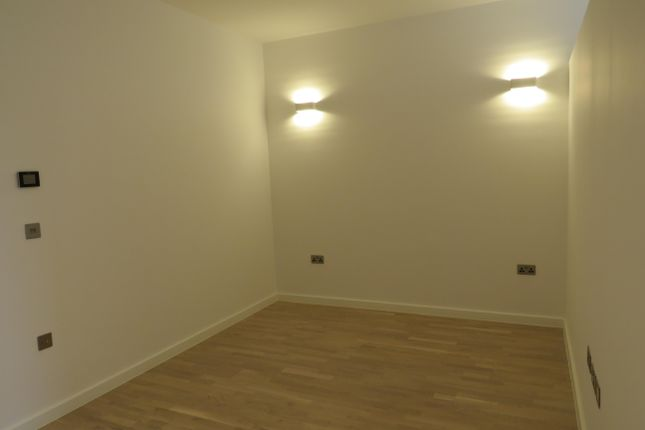 Bedroom of High Road, Broxbourne EN10