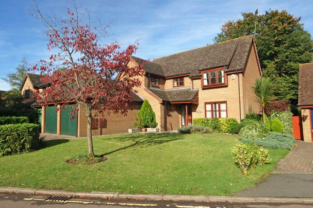 4 bed detached house for sale in Hunt Close, Bicester