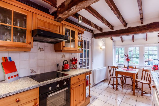 3 bed detached house for sale in Singleton, Chichester
