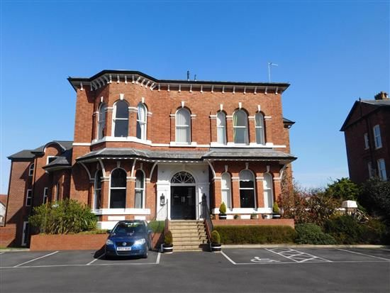 Thumbnail Flat to rent in Park Crescent, Southport