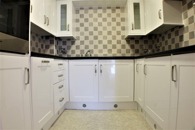 Thumbnail Flat for sale in Willow Court, Swansea