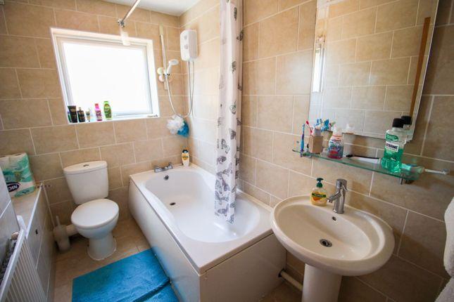 Bathroom of Floribunda Drive, Roselands, Northampton NN4