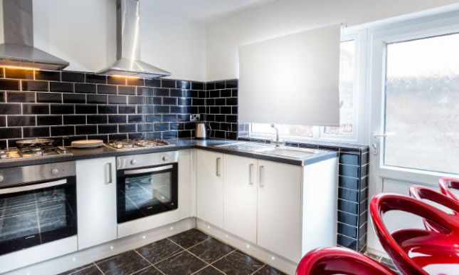 Thumbnail Shared accommodation to rent in Weaste Lane, Salford