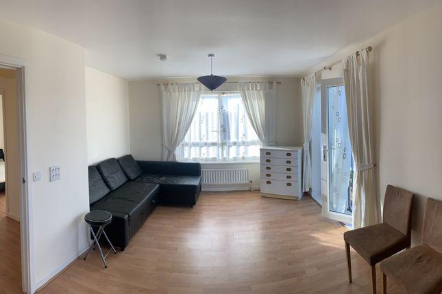 2 bed flat for sale in Longwood Avenue, Langley, Slough SL3