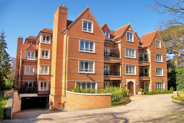 Thumbnail Flat to rent in Cavendish Road, St. Georges Hill, Weybridge