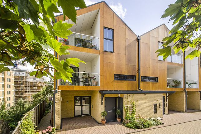 Thumbnail Maisonette for sale in Woodview Mews, London