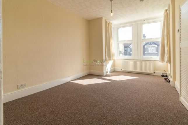 1 bed flat to rent in Courtland Avenue, Cranbrook, Ilford