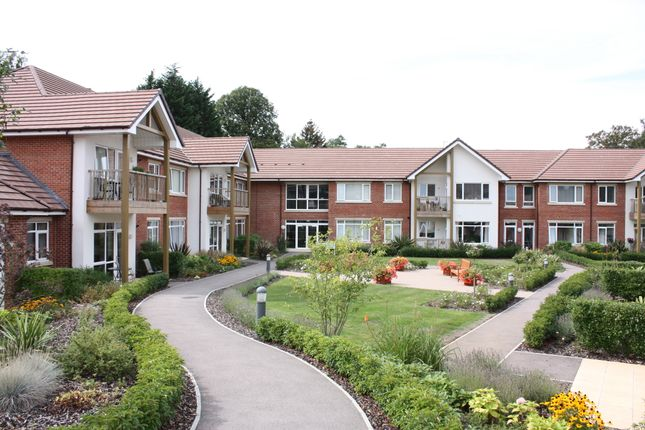 Thumbnail Flat for sale in 17 Medway House, Charters Village, East Grinstead, West Sussex