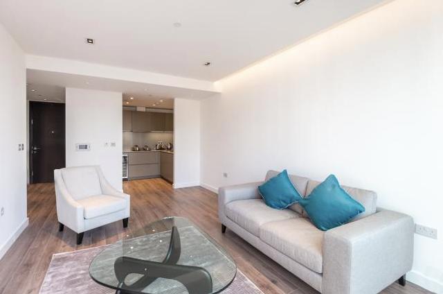 Thumbnail Flat to rent in Kingwood Gardens, Goodman's Field, Leman Street, Aldgate, London
