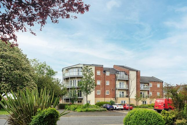 2 bed flat to rent in Charlton Court, Manor Park, High Heaton NE7