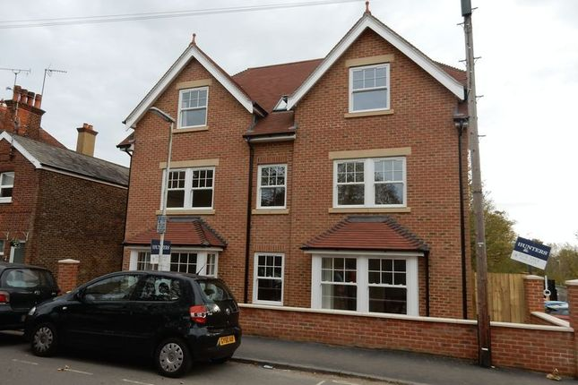 Thumbnail Flat to rent in Grosvenor Road, East Grinstead