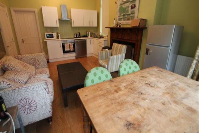 Thumbnail Flat to rent in Regent Park Avenue, Hyde Park, Leeds
