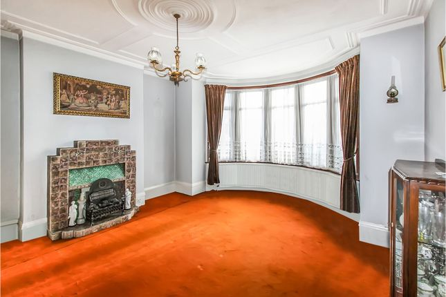 ... Living Room Of Berkshire Gardens, Palmers Green N13 ...
