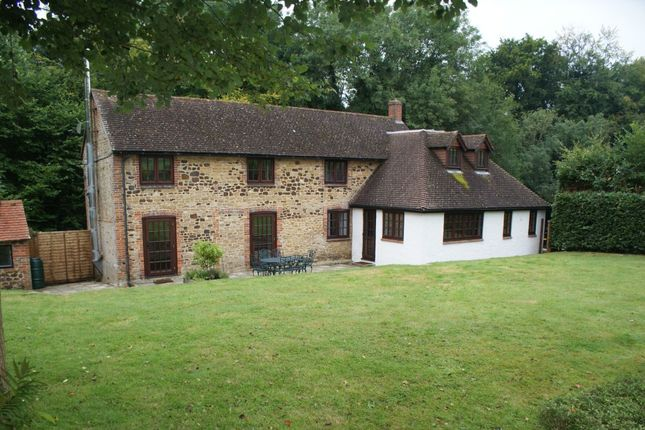 Thumbnail Cottage to rent in Lampard Lane, Churt