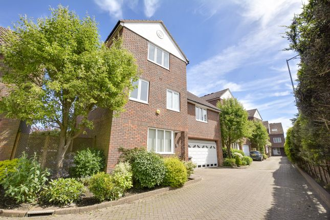 Thumbnail Detached house for sale in Straight Road, Windsor