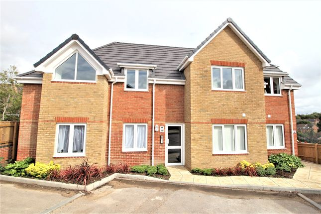 2 bed flat to rent in Botley Road, Park Gate, Southampton, Hampshire SO31