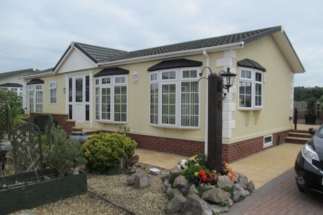 Thumbnail Mobile/park home for sale in Beachlands Park, Sand Road (Ref 6001), Sand Bay, Weston Super Mare, Somerset