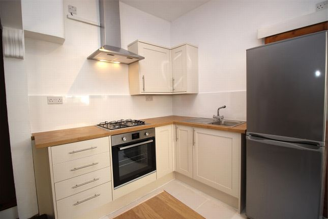 2 bed flat to rent in Westbury Avenue, London