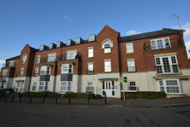Thumbnail Flat to rent in Farnborough Avenue, Bilton, Rugby