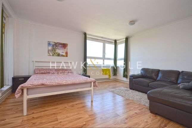 3 bed flat for sale in Farrell House, London E1