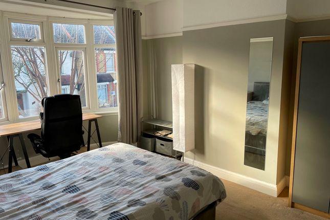 Room to rent in Addiscombe Court Road, Surrey