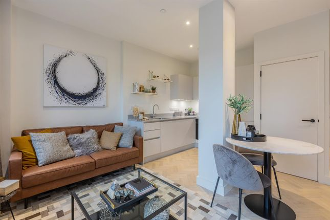2 bed flat for sale in Park House, Bath Road, Slough SL1