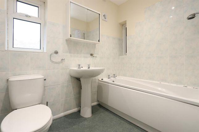 Bathroom of Turnpike Close, Matlock DE4