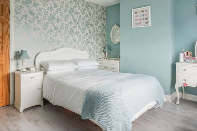 Bedroom One of Calverley Moor Avenue, Pudsey LS28