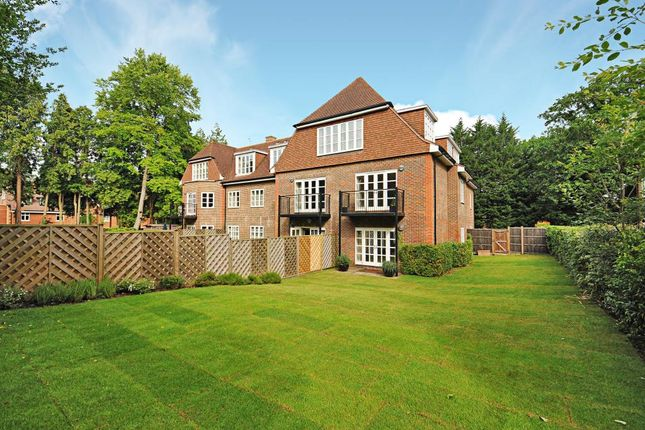 Thumbnail Flat for sale in Cross Road, Sunningdale, Ascot