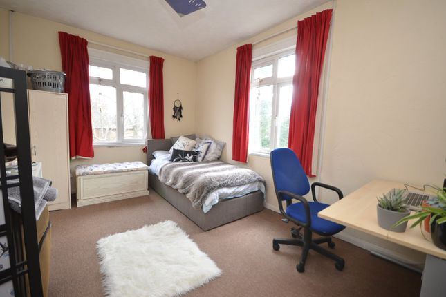 Thumbnail Flat to rent in Upper Hale Road, Farnham, Surrey
