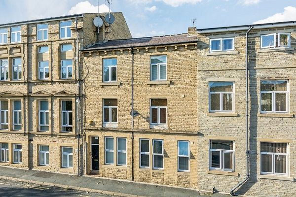 Thumbnail Flat to rent in Stead Street, Shipley