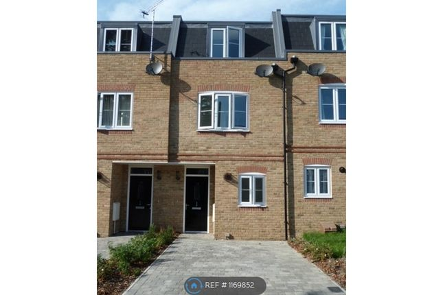 3 bed terraced house to rent in Hepdon Mews, London SW17