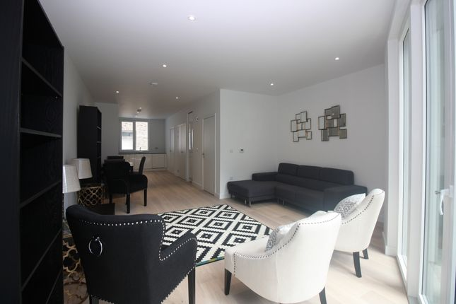 Thumbnail Property to rent in Royal Wharf, Rope Terrace, Royal Docks