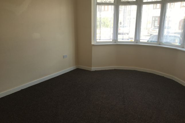 Thumbnail Flat to rent in Roxy Avenue, Chadwel Heath