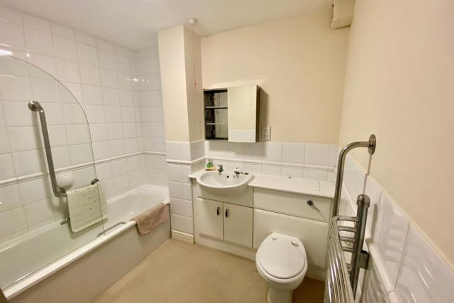 Thumbnail Flat to rent in Cockfosters Road, Cockfosters, Barnet