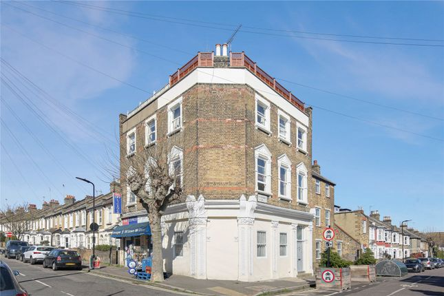 3 bed flat for sale in Glyn Road, London E5