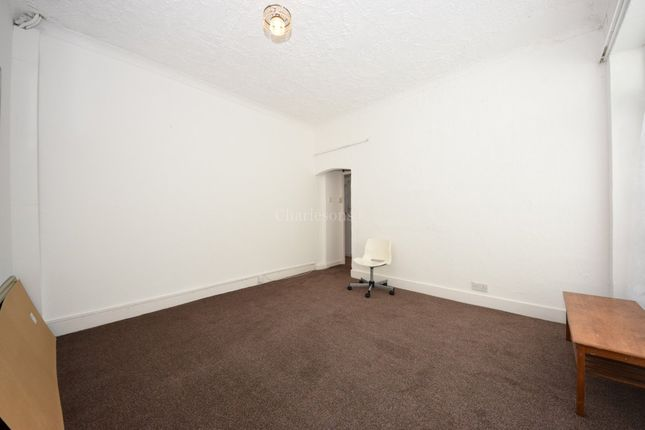 3 bed semi-detached house to rent in Green Lane, Ilford