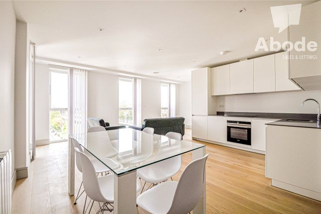 Thumbnail Flat to rent in Coomb House, St Johns Road, Isleworth, London