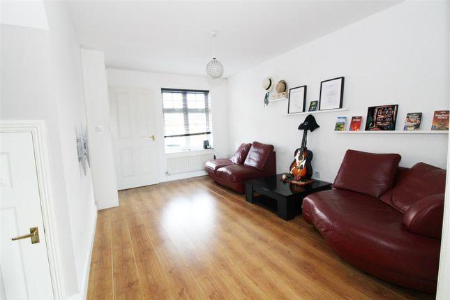 Living Room of Clonmel Close, Caversham, Reading RG4