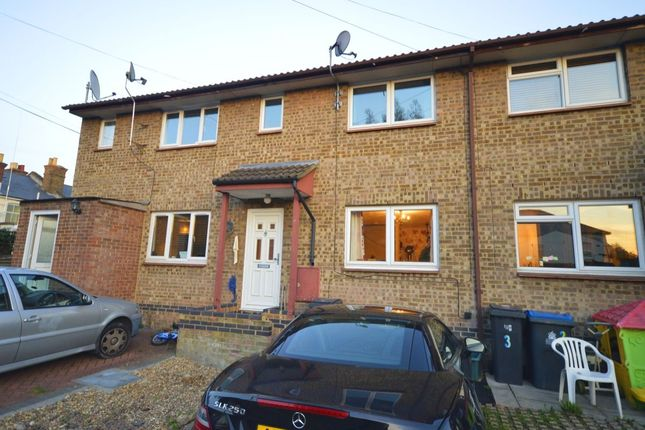 Thumbnail Flat to rent in Vale Road South, Tolworth, Surbiton