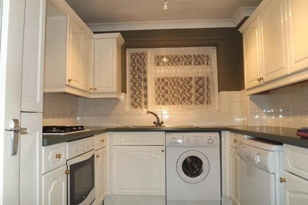 1 bed flat to rent in Emberwood, Maiden Lane, Crawley