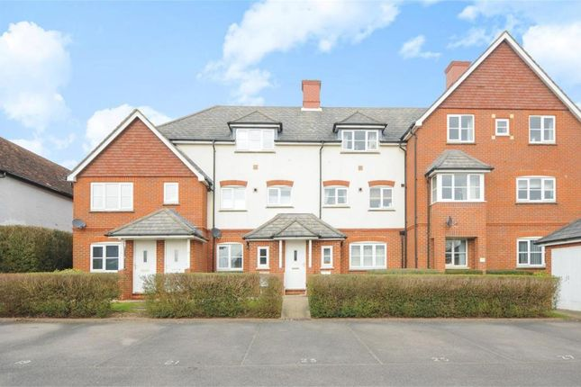 Thumbnail Maisonette to rent in Norton Road, Wokingham