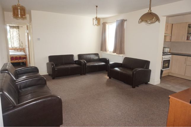 Living Room of 204 Emscote Road, Warwick CV34