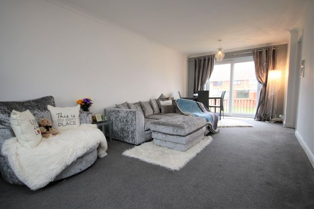 3 bed property to rent in Nether Priors, Basildon SS14