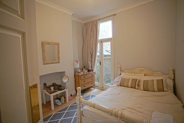 Thumbnail Shared accommodation to rent in Kelmscott Road, London