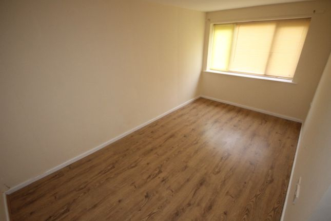 Thumbnail Flat to rent in Heaton House, Kingsdale Court, Leeds