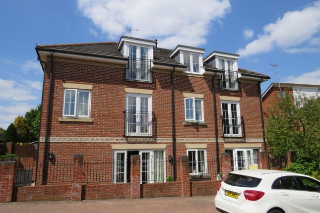 Thumbnail Flat to rent in Winchester Road, Bishops Waltham SO32, Southampton,