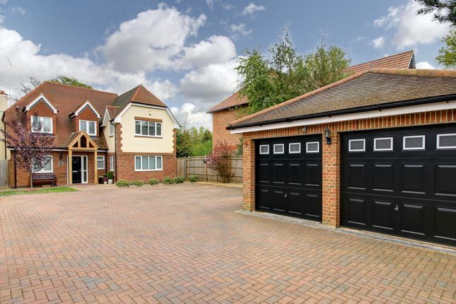 Thumbnail Detached house for sale in Alexander Close, Wokingham