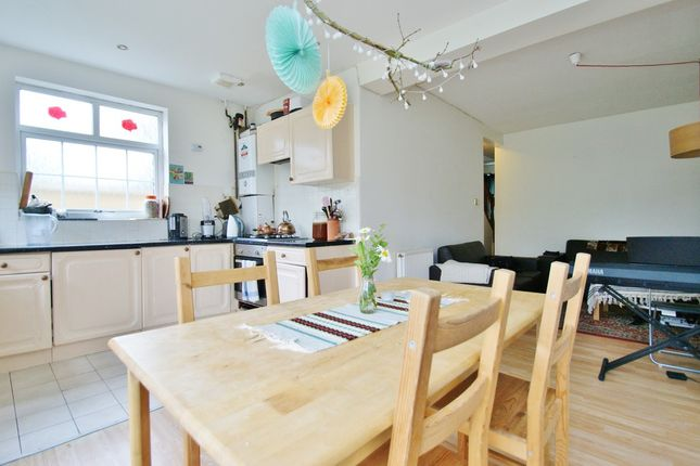 4 bed end terrace house to rent in Bentworth Road, London